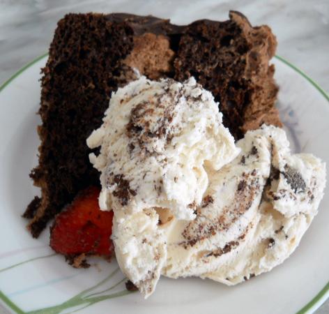 chocolatestrawberrycake11_little-house-dunes